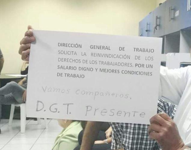 Mil 200 personas laboral en la Cartera de Trabajo (Foto Prensa Libre: Cortesía)