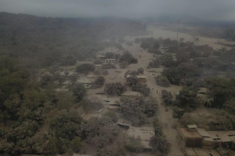 Vista de zona devastada por erupción del Volcán de Fuego el pasado domingo 3 de junio. (Foto Prensa Libre: Ejército de Guatemala)