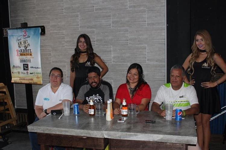 Organizadores brindan detalles de la tercera convención de food trucks. (Foto Prensa Libre: Eduardo González)