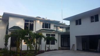 Una de las viviendas allanadas por la PNC y el MP en Suchitepéquez. (Foto Prensa Libre:)