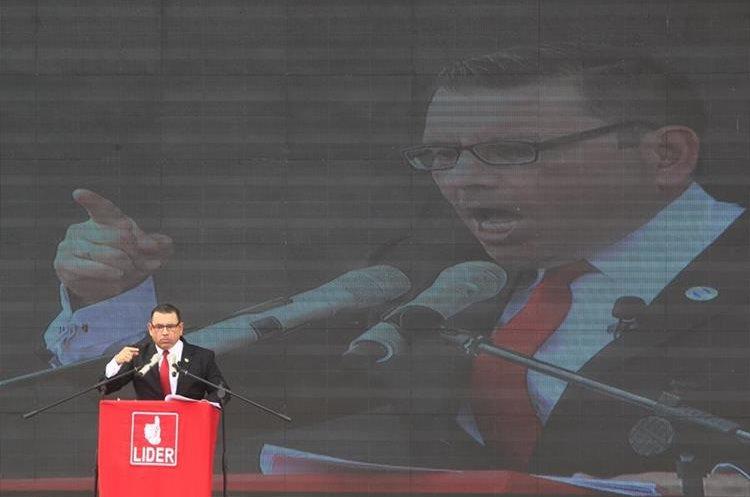Asamblea Nacional del Partido Líder cuando anuncian a Manuel Baldizón y Edgar Barquín como candidatos a la presidencia y vicepresidencia en 2015. (Foto Prensa Libre: Hemeroteca)