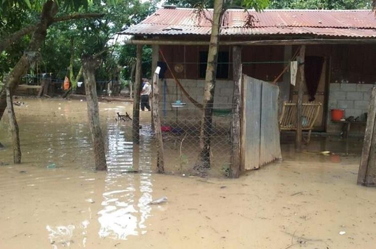 En La Libertad, Petén, hubo 470 personas afectadas y 94 viviendas con daños menores. (Foto Prensa Libre: Conred)