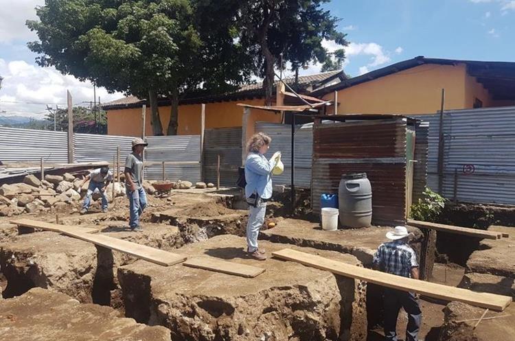 Antropólogos trabajan en el predio donde fueron encontrados los restos humanos. (Foto: Carlos García)