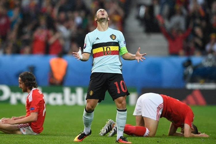 Eden Hazard se lamenta, durante el partido frente a Gales. (Foto Prensa Libre: Twitter Eurocopa 2016)