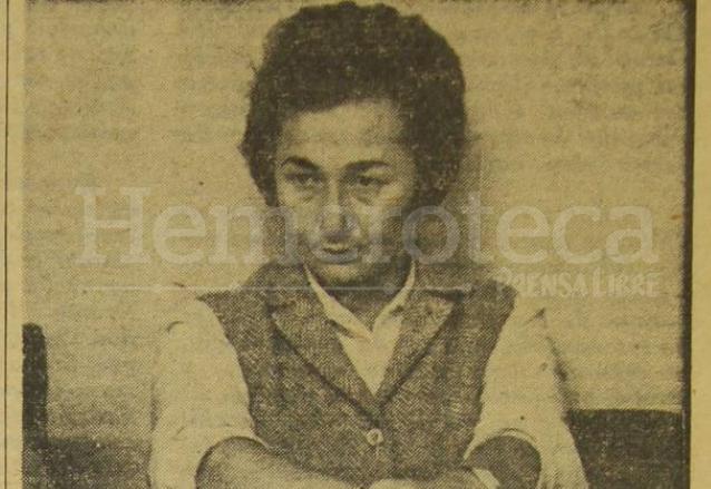 Solitaria, sin temer a una represalia de sus hermanos, Juanita Castro Ruz, estuvo ayer de paso por Guatemala. Su identidad, fue revelada pese a sus esfuerzos por permanecer de incógnita. (Foto: Hemeroteca PL)
