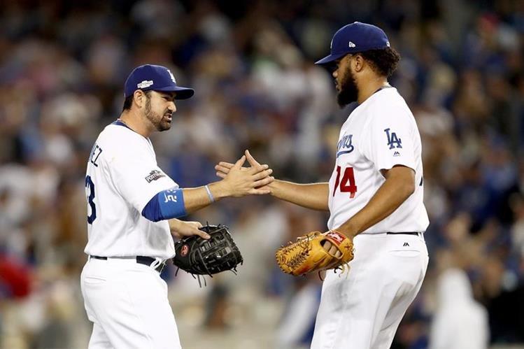 Los Dodgers de Los Ángeles vencieron 6-0 a los Cachorros de Chicago y tomaron ventaja 2-1. (Foto Prensa Libre: AFP).
