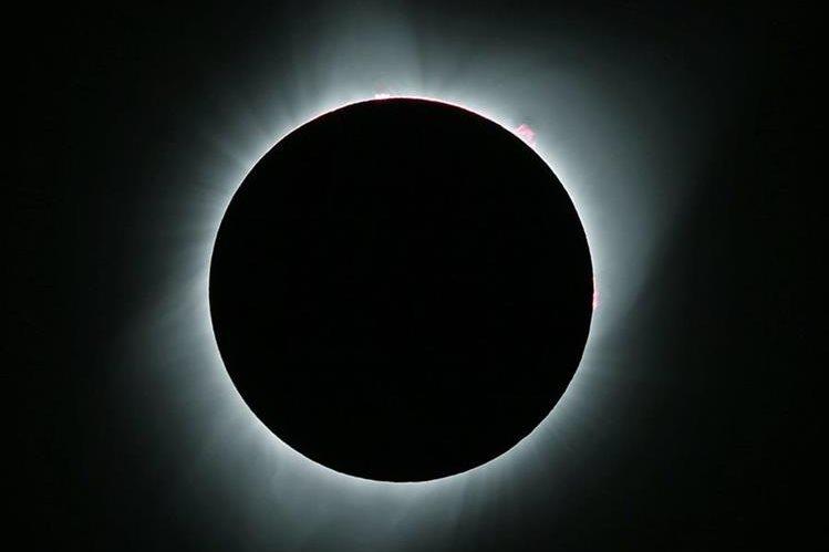 El eclipse total de sol se observó de costa a costa en Estados Unidos este 21 de agosto (Foto Prensa Libre: AFP)