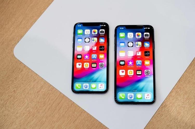 El iPhone Xs y iPhone Xs Max tienen grandes  pantallas OLED. La del Xs Max es la pantalla más grande que Apple ha lanzado. (Foto Prensa Libre: AFP).