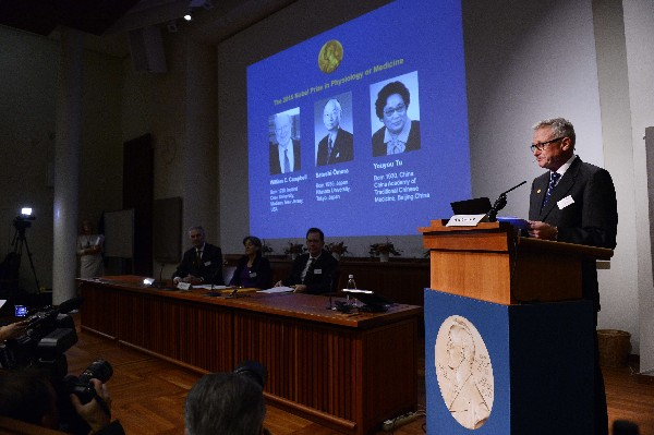 El Nobel de Medicina fue atribuido conjuntamente a William Campbell, de origen irlandés, al japonés Satoshi Omura y a la china Youyou Tu.