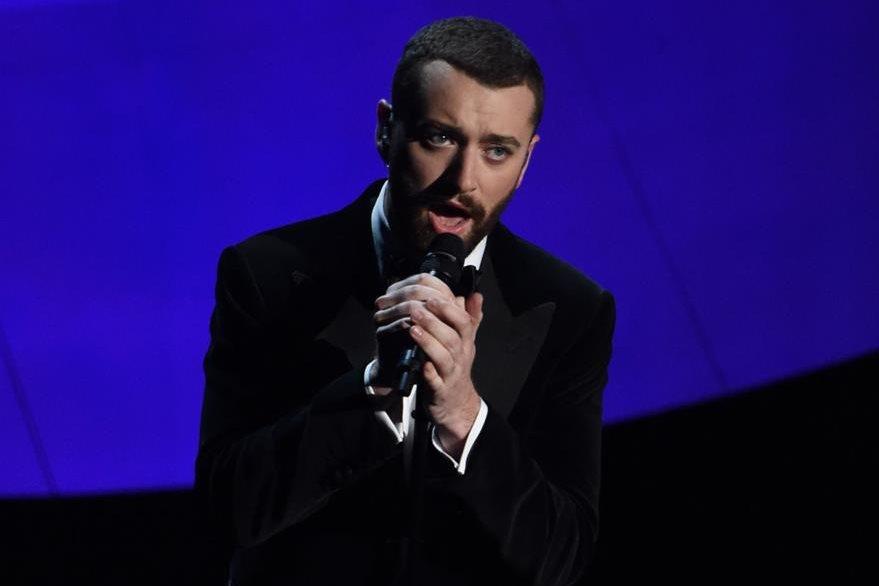 Sam Smith interpretó el tema ganador durante la velada. (Foto Prensa Libre: AFP)