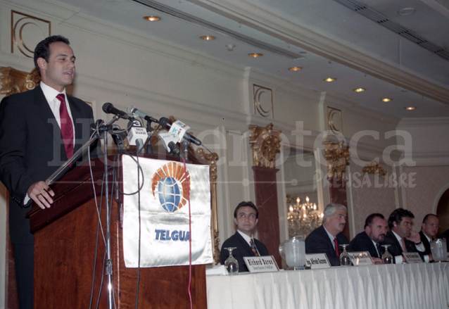 La subasta de la venta de acciones de Telgua se realizó precipitadamente el 1 de octubre de 1998. (Foto: Hemeroteca PL)
