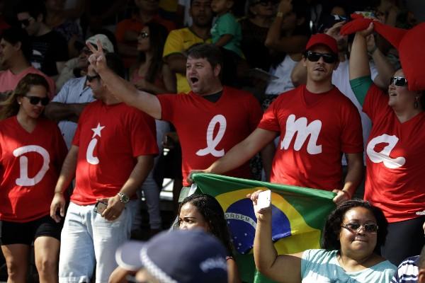 Manifestantes apoyan a Dilma Rousseff.