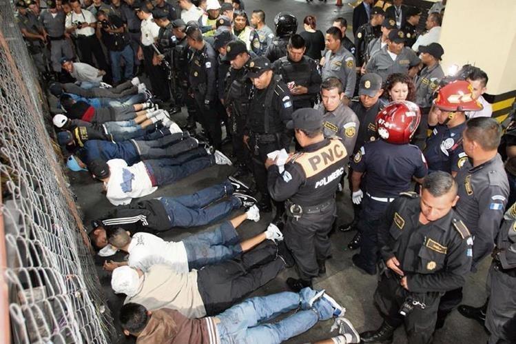 En Guatemala, pandilleros mantienen con temor a comerciantes y pobladores de gran parte del país. (Foto: HemerotecaPL)