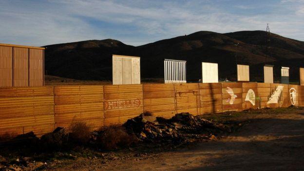 Un muro en la frontera con México sigue siendo uno de los principales pilares del gobierno de Trump. REUTERS