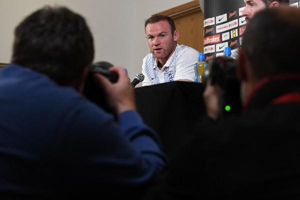 Wayne Rooney jugará con la Selección hasta el Mundial de Rusia 2018. (Foto Prensa Libre: AFP)