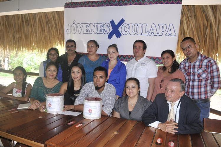 Representantes de dos organizaciones civiles dan a conocer actividades para recolectar recursos económicos en Cuilapa. (Foto Prensa Libre: Oswaldo Cardona)