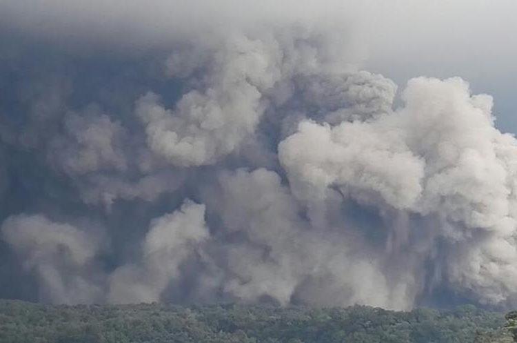 La actividad del Volcán de Fuego fue reportada desde la tarde del sábado 2 de junio.