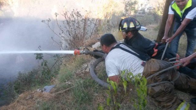 Los cuerpos de socorro sofocaron más de 50 incendios forestales el fin de semana. (Foto Prensa Libre: Bomberos Voluntarios)