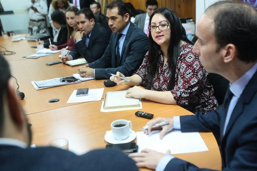 Procurador de Derechos humanos y directora de Renap en citación con diputados en el Congreso. (Foto Prensa Libre: Álvaro Interiano)