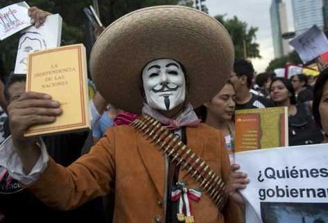 Un estudiante protesta contra el presidente de México el 23 de mayo de 2012 en la capital. (AFP).