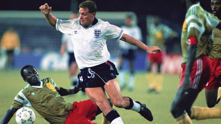 Gascoine con la selección de Inglaterra en el partido de cuartos de final contra Camerún en el Mundial de Italia en 1990. (Foto Prensa Libre: Hemeroteca)