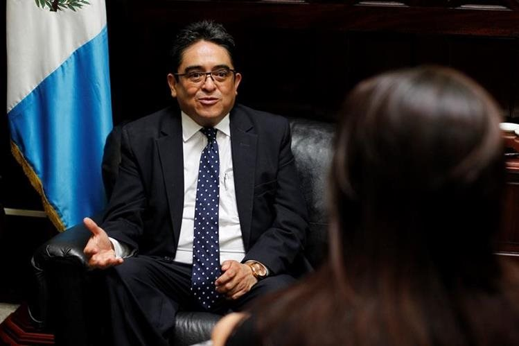 Diputados votaron por el nuevo magistrado de conciencia, quien dice que ningún partido condicionó su apoyo. (Foto Prensa Libre: Paulo Raquec)