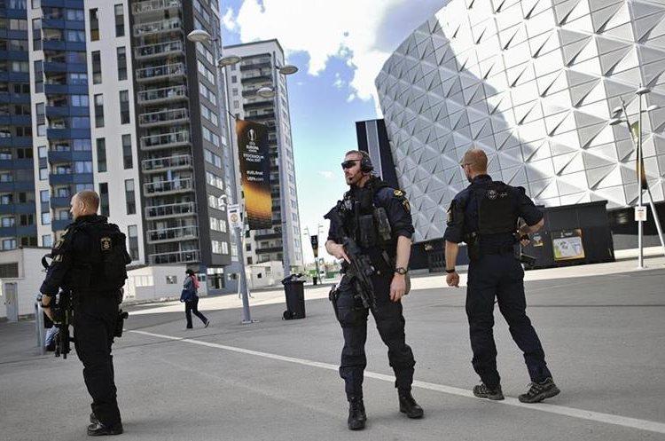 En otras ciudades como Estocolmo, Suecia, también fue redoblada la seguridad. (Foto Prensa Libre: EFE)