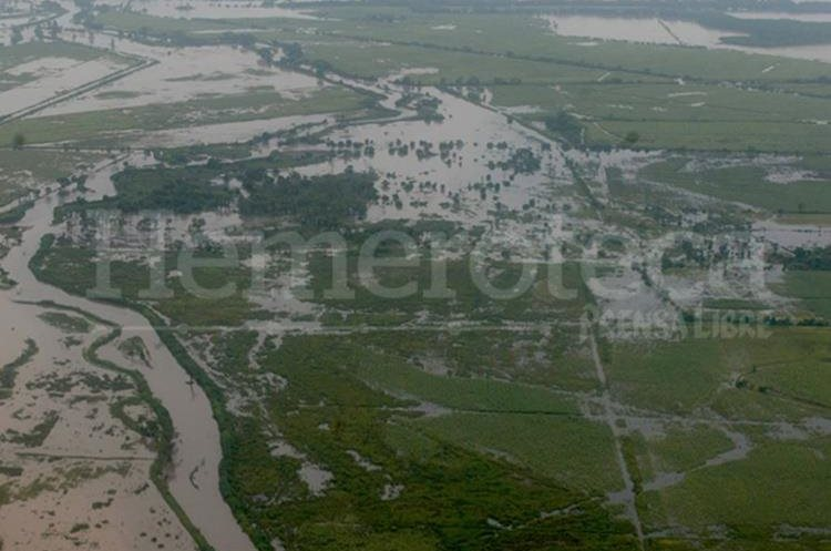 Inundaciones en la Costa Sur por la tormenta Stan en el 2005. (Foto Prensa Libre: Hemeroteca PL)