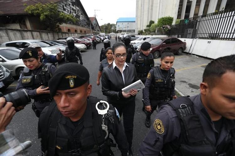 Roxana Baldetti es trasladada a la maegasala, donde será la audiencia de sentencia del caso Agua Mágica. (Foto Prensa Libre: Érick Ávila)