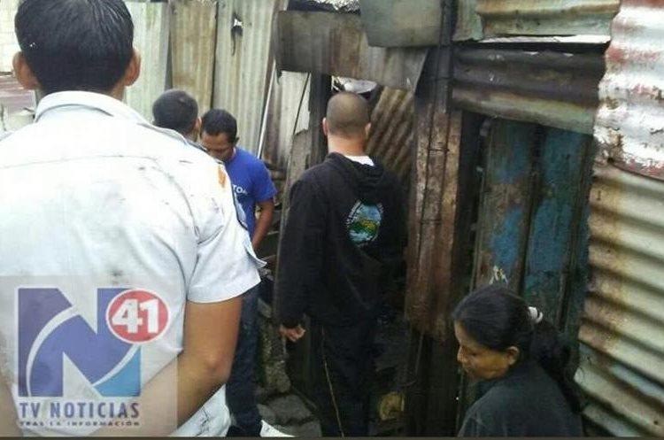 En la Sección D, lote 18 del asentamiento Vista al Lago, murieron dos niños por un incendio. (Foto Prensa Libre: @41Noticias)