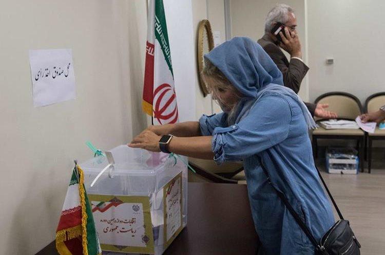 Aunque la mujer iraní puede votar desde 1963, las elecciones de este año su voto puede pesar más que el de los hombres.