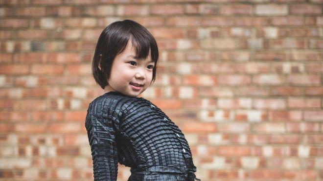 Yasin tuvo la idea de crear ropa que se estira cuando, al visitar a su sobrino, ésta se le quedó obsoleta (RYAN MARIO YASIN).
