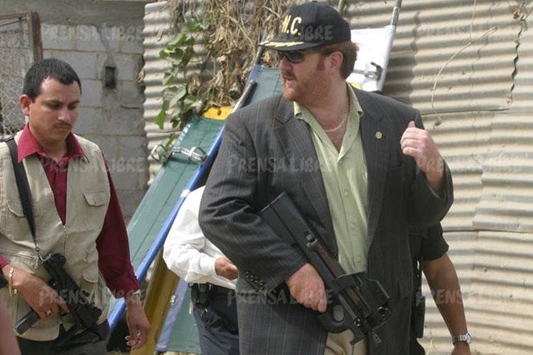 El exdirector de la PNC, Erwin Sperisen, captado durante un operativo policial en noviembre de 2004. (Foto Prensa Libre: Hemeroteca PL)