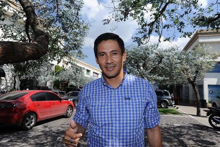 Rigoberto Gómez, se hizo cargo de la sub 17 de los cremas y salió campeón en el torneo de la categoría. (Foto Prensa Libre: Francisco Sánchez).