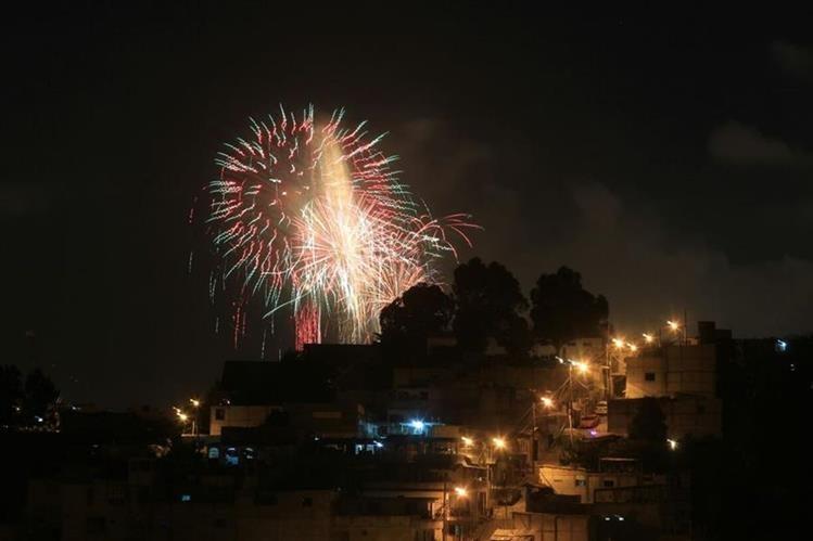 Vista panorámica del espectáculo de luces. (Foto Prensa Libre: Óscar Rivas)