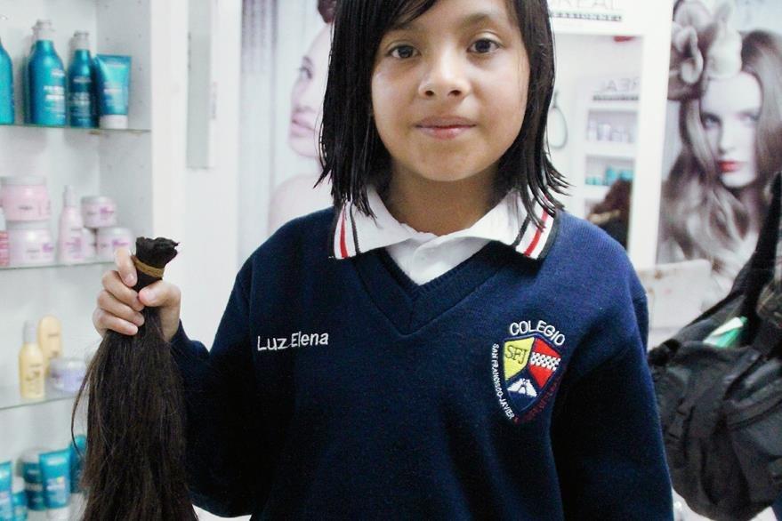 A sus 10 años, Luz Elena Castillo donó parte de su cabello, para contribuir con pacientes con cáncer. (Foto Prensa Libre: Mike Castillo)