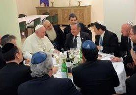 El Papa en una cena con miembros de una comunidad judía en el Vaticano. (Foto:Itongadol.com.ar).