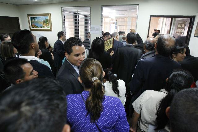 La falta de espacio obligó a la jueza Sexta Penal a suspender la recepción de pruebas en el caso IGSS-Pisa e IGSS-Chiquimula. (Foto Prensa Libre: Paulo Raquec)