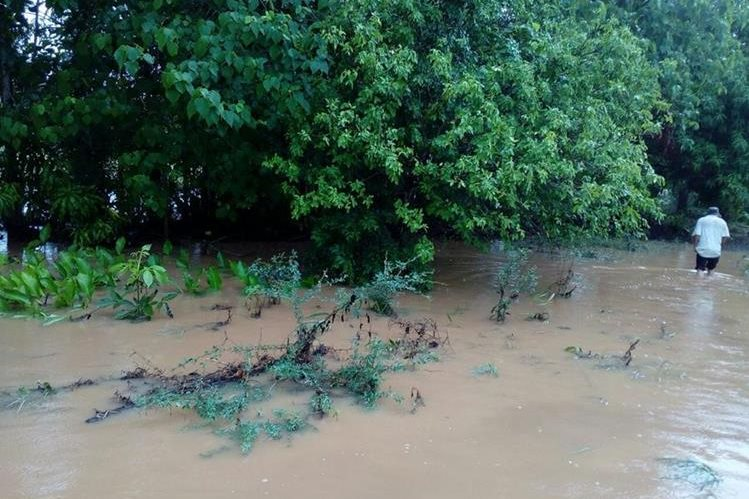 La lluvia que ha caido en el país ha provocado inundaciones en algunos puntos. (Foto Prensa Libre: Conred/Hemeroteca PL)