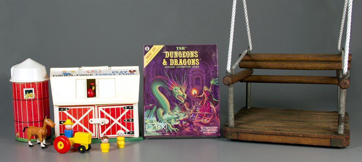 La familia Little People, el juego Dungeons & Dragons y el columpio son ahora piezas importantes del salón de la fama. (Foto Prensa Libre: AP)