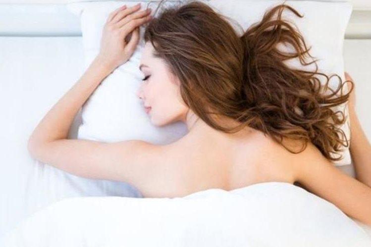 Sin pijama ni camisón, o con ropa muy floja, podremos alcanzar un sueño más reparador. (THINKSTOCK)