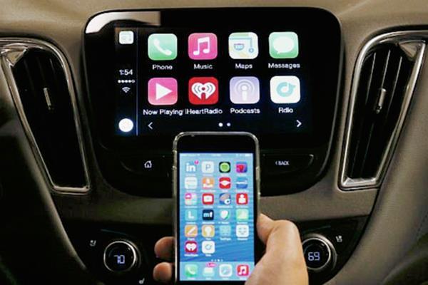 Ahora los teléfonos inteligentes se integran a los automóviles a través de una pantalla táctil. (Foto Prensa Libre: Hemeroteca PL)