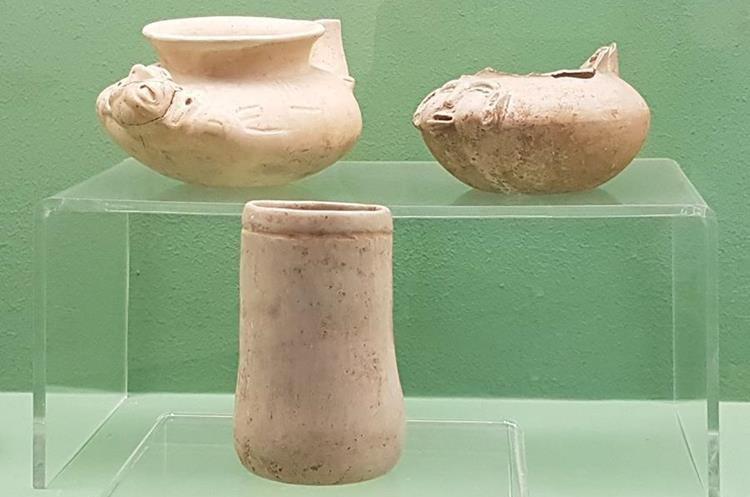 Estas piezas fueron hechas entre los años 600 a 400 antes de Cristo, arqueológicamente se le conoce como vajilla Xuc. (Foto Prensa Libre: Sandra Vi)