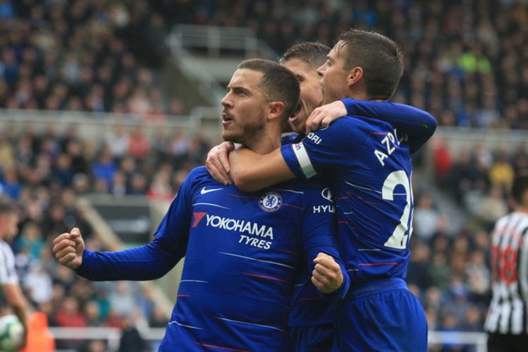 Eden Hazard celebra su primera anotación con el Chelsea, en la nueva temporada de la Premier League. (Foto Prensa Libre: AFP)