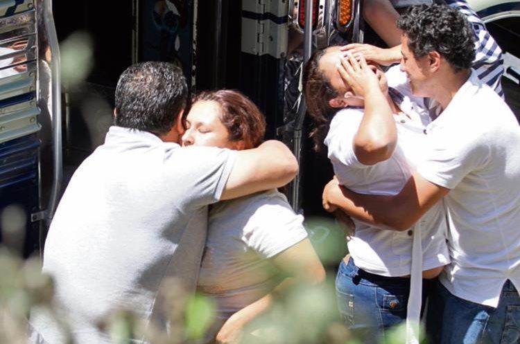 Óscar Meléndez  Salguero,   piloto de bus, pereció baleado en el  kilómetro 10 de la ruta a El Salvador.