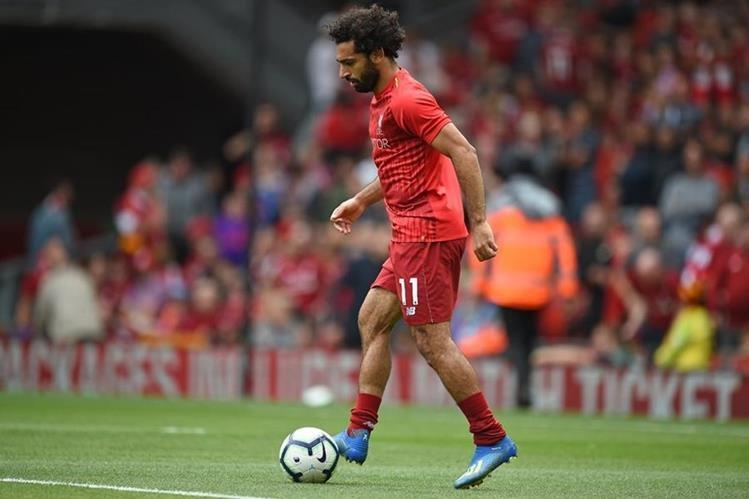 Mohamed Salah podría ser multado por conducir y usar el teléfono móvil al mismo tiempo. (Foto Prensa Libre: AFP)