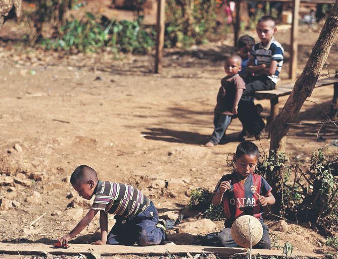 El país está en franco deterioro si no atiende la problemática de la pobreza desde su etapa inicial. (Foto Prensa Libre: Hemeroteca PL)