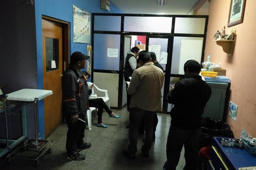 El bebé fue ingresado en la sala de pediatría del Hospital Nacional de Sololá. (Foto Prensa Libre: Ángel Julajuj)