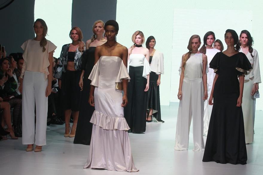 La colección de Karla Garzaron fue en blanco y negro. (Foro Prensa Libre: Estuardo Paredes)