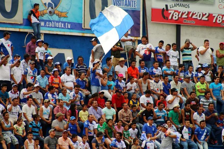 La afición de Suchitepéquez se hizo presenta para apoyar a su equipo. (Foto Prensa Libre: Rolando Miranda)